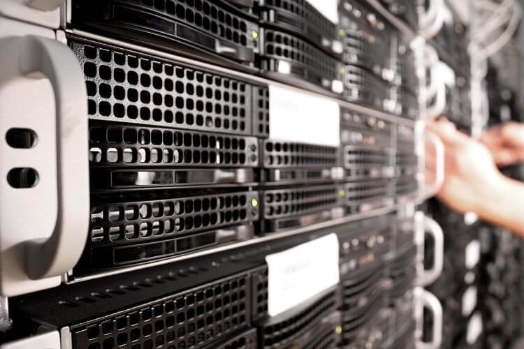 How does a server work?
